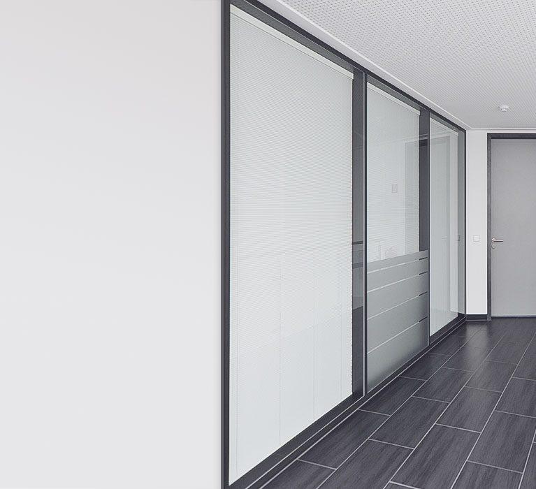 Innenausstattung, im Haus, Flur, Türen, Geländer, Bild, Lampe